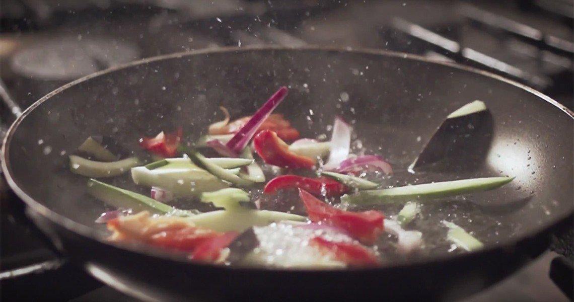Овошно пиво со тестенини во сос од зеленчук