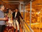mladozenec i nevesta od galicka svadba 2017 vo poseta na pivara skopje