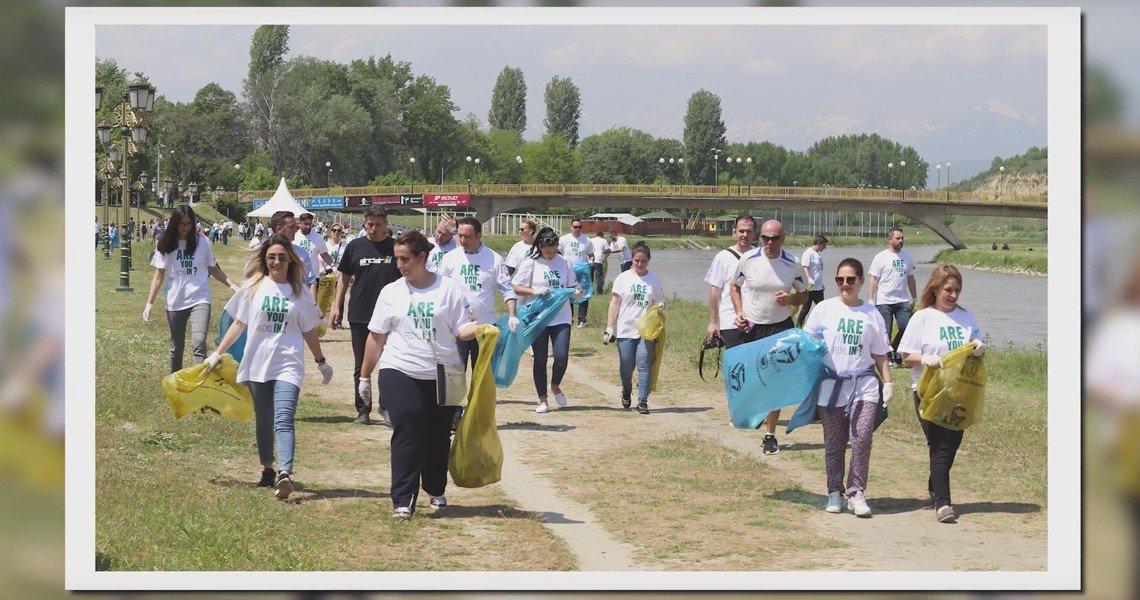 Еко-акција за чистење на кејот на Вардар
